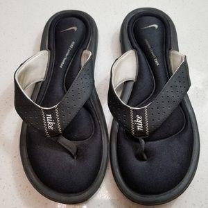 Nike black comfort footbed flip flops